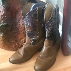 Laredo cowboy boots. Kids sz.4D